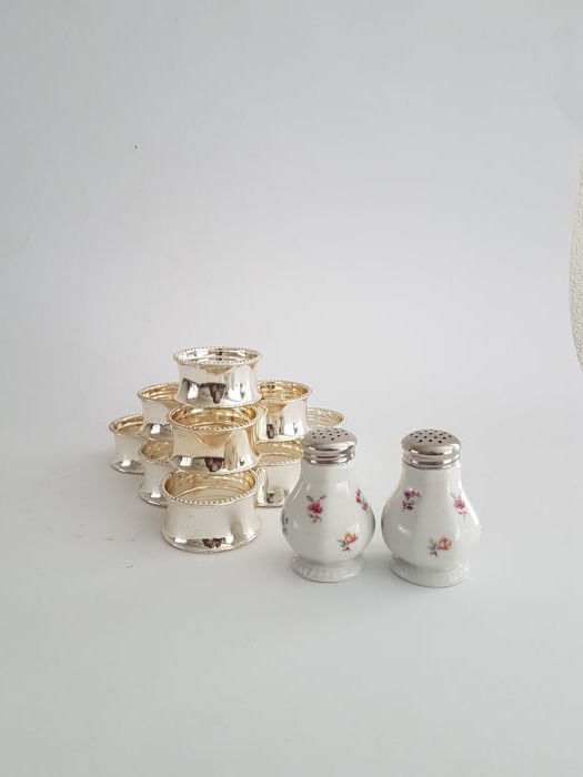 Silver plated napkin rings with pearl rim & salt and pepper set - Flowers with silver plated cap