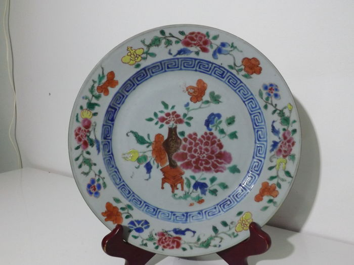 Famille Rose Floral Vase Plate - Qianlong - China - 18th Century