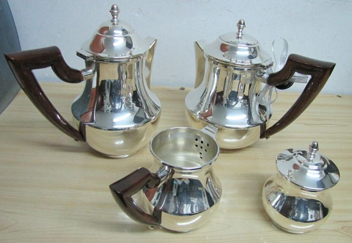 Tea or Coffee set consisting of 4 silver pieces Italian manufacture, 20th century