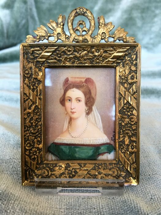 Travelportrait of or Miniature portrait Anna Amalia of Prussia, in gilded frame with glass-  signed and marked with crown,  Germany - 19th century