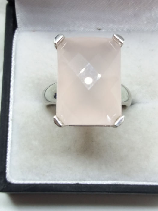 Circa 1979 Large 15ct checkerboard facet Pink Quartz cocktail ring. 9.1g silver