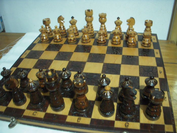 Wooden chess board + chess set