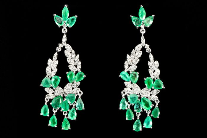 Gold earrings with emeralds of 9.50 ct and diamonds of 2.06 ct. Handmade. With certificate **** No reserve price""
