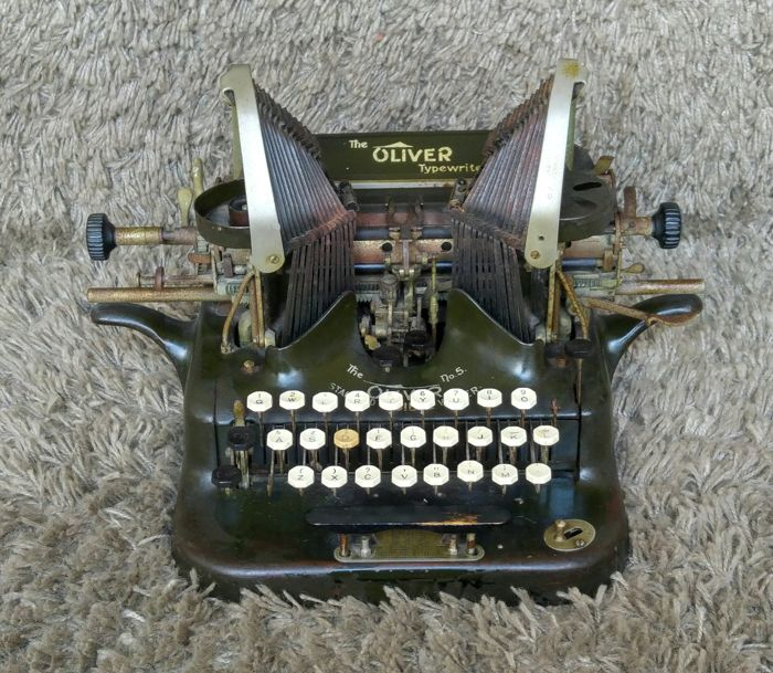 Oliver No 5 - Antique Typewriter - USA - 1914