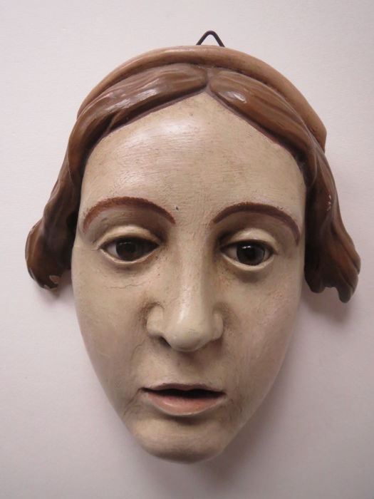 Wooden sculpture depicting a head with glass eyes - Italy - early 20th century