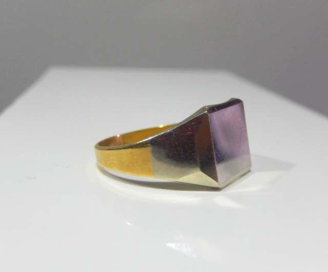 Signet ring in two colours, 18 kt gold, not engraved, in mint condition