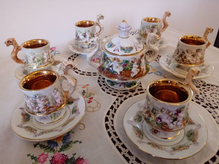 Antique coffee set in very fine Capodimonte porcelain with solid gold finishings.