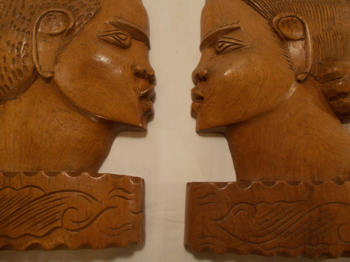 Sculpture of an ethnic couple from the island of Madagascar (wooden rosewood from Madagascar).