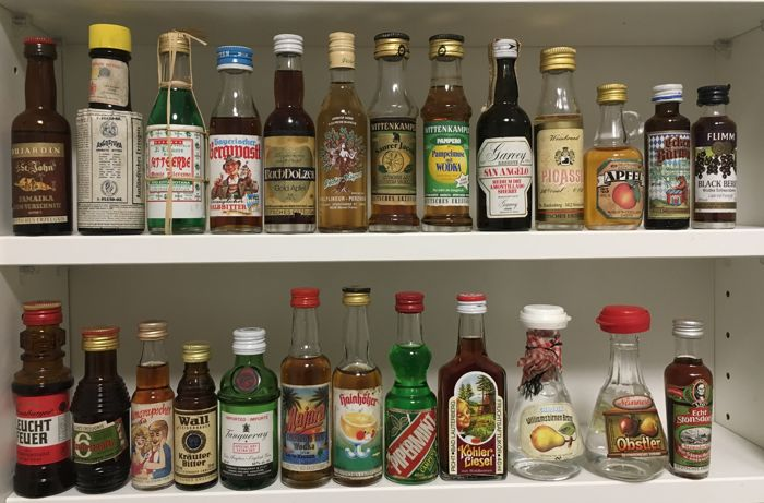 Approx. 150 miniature bottles of various types of beverage