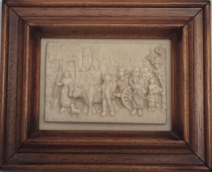 Popular scene, high-relief on alabaster plaque - late 19th century