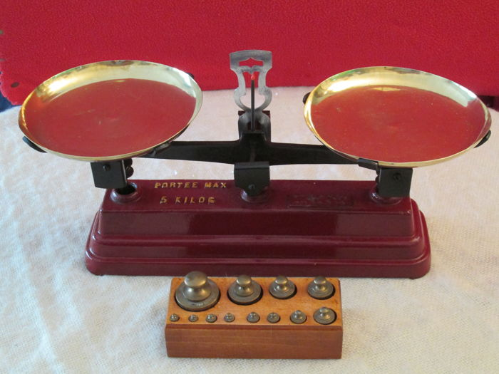 Weighting scales with trays and a set of 12 weights on its lacquered wooden display
