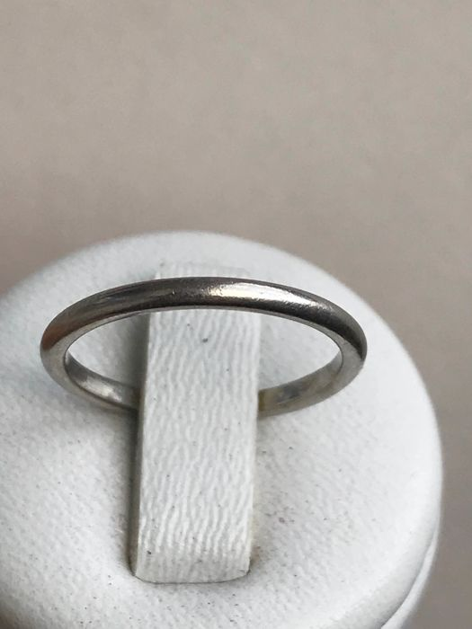 Platinum wedding ring, size approx 52/16.50 mm