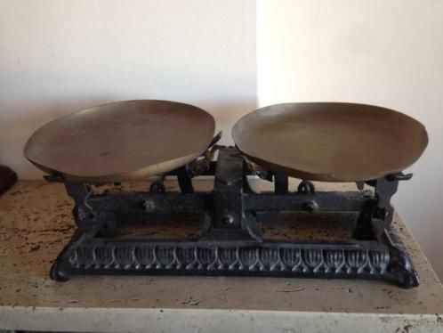 French antique cast iron Kitchen Scale with copper dishes - c.a. 1930 - about 2.825 kgs
