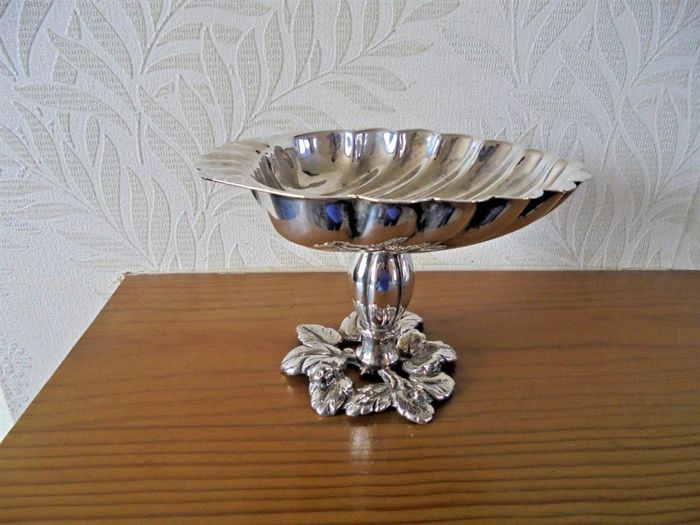Nice shell-shaped and silver plated centrepiece candy bowl