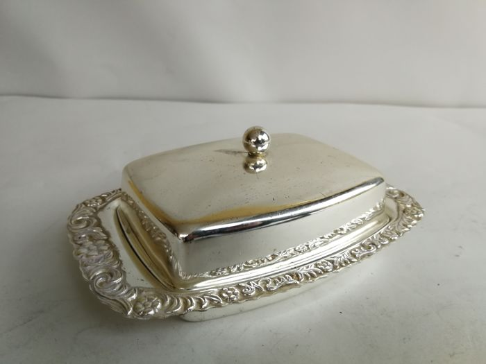 Butter dish with domed lid - plate with decorated edge - silver plated - glass insert