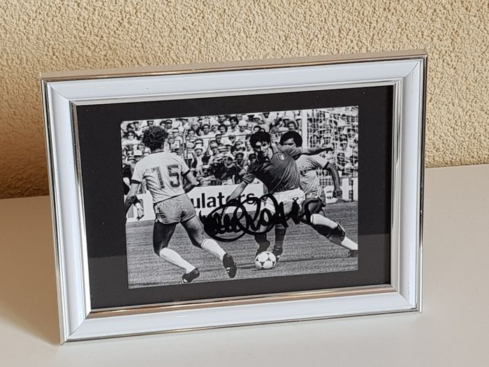 Paolo Rossi - Italy WC 1982 - hand signed framed b/w Italy - Brazil WC 1982 photo  + COA