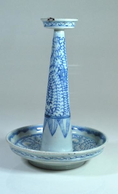 Blue porcelain incense diffuser – China, 19th century