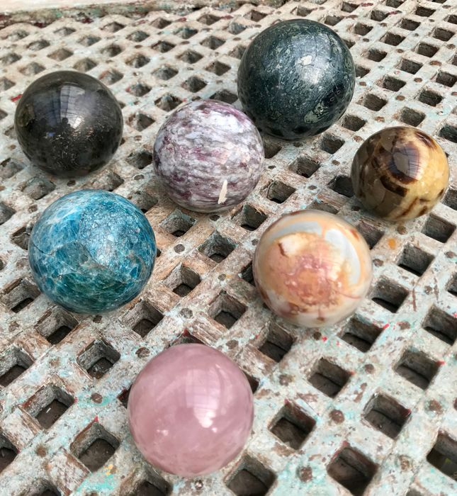Interesting collection of Mineral spheres - 5.6 tot 8.2 cm - 3.51 kg (7)