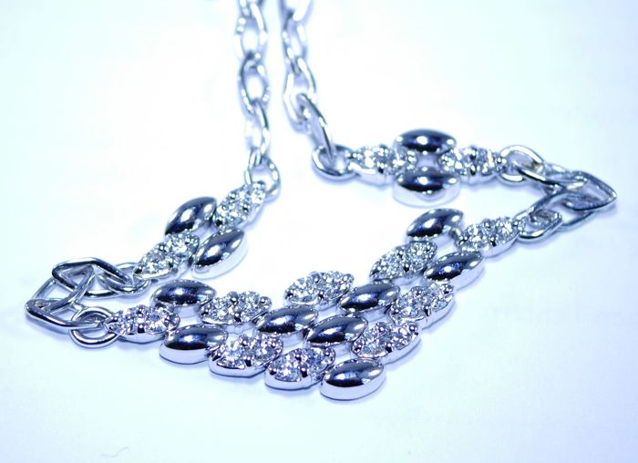 Necklace in 750 white gold set with 26 diamond approx. 1.00 carat in total - weight c 16.8 grams