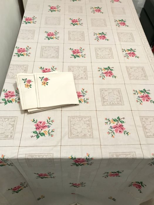 Large old tablecloth with handmade cross-stitch embroidered roses measuring 250  x 150 cm and its 12 serviettes