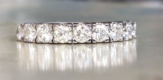 18 kt White gold women's ring with a total of approx. 0.90 ct of brilliant cut diamonds, G-H/VS