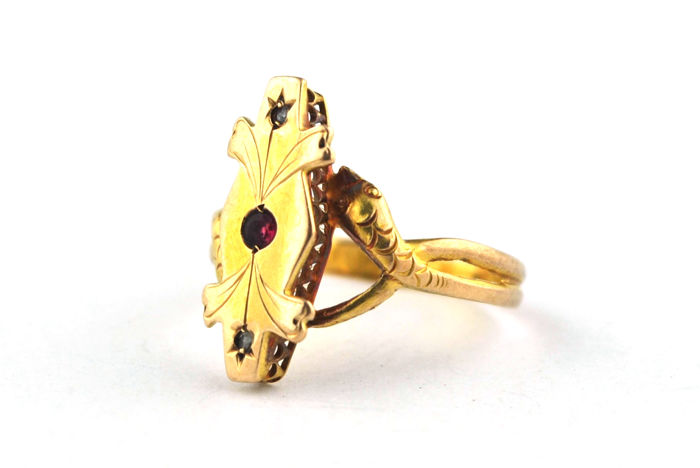 Fine Quality 19th Century Snake Ring with Antique ruby (Center +/-0.12ct) & rose cut Diamonds (tot. 0.05ct) set on Delicate 18k Yellow Gold
