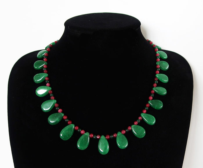 """Floral"" emerald necklace decorated with small rubies and emeralds - Total length: 49.2 cm - 260 ct - Clasp with 14 kt hallmark"