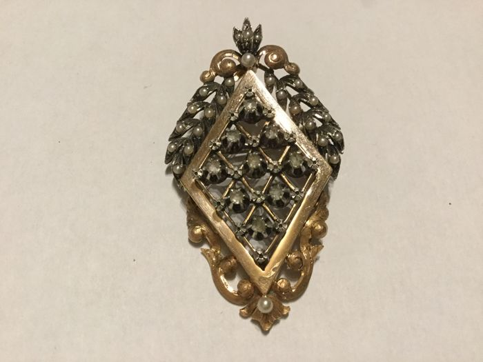 18 kt gold brooch with diamonds and fine pearls of Napoleon III period