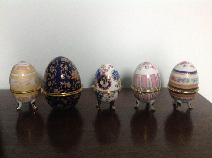 Lot of 5 porcelain eggs
