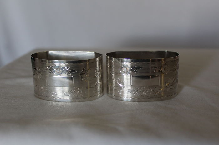 "2x ""His and Hers"" napkin rings in silver 800/1000, Art Nouveau, 193FI (Florence) Italy, second half of the 20th century"