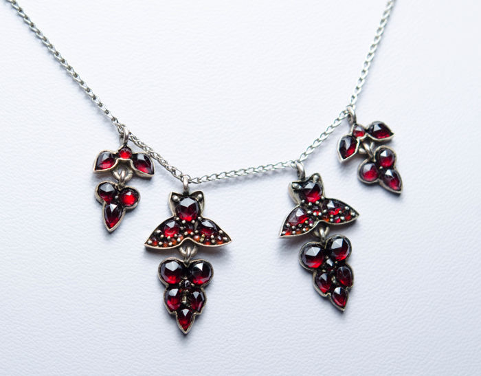 835 Silver - Necklace with pendant Garnet