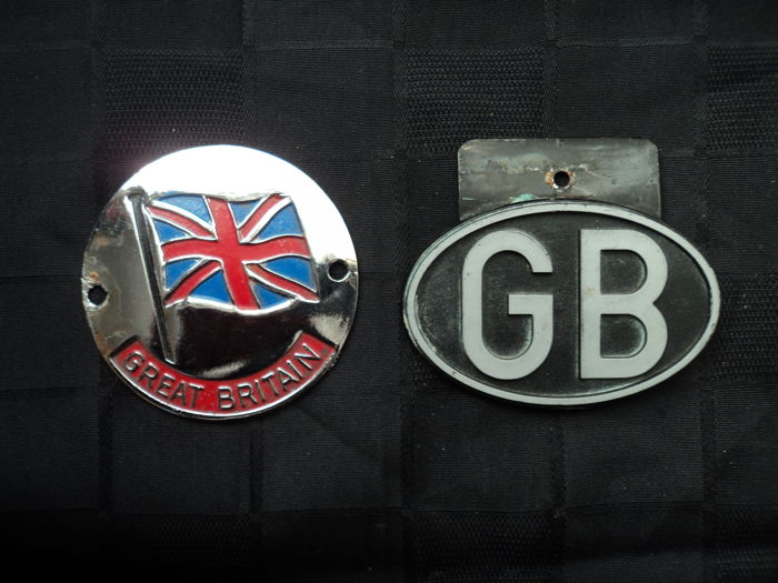 1 chrome-plated metal plaque 'Great Britain', 1 nationality plate 'GB' metal, very rare, 1950s and 1940s