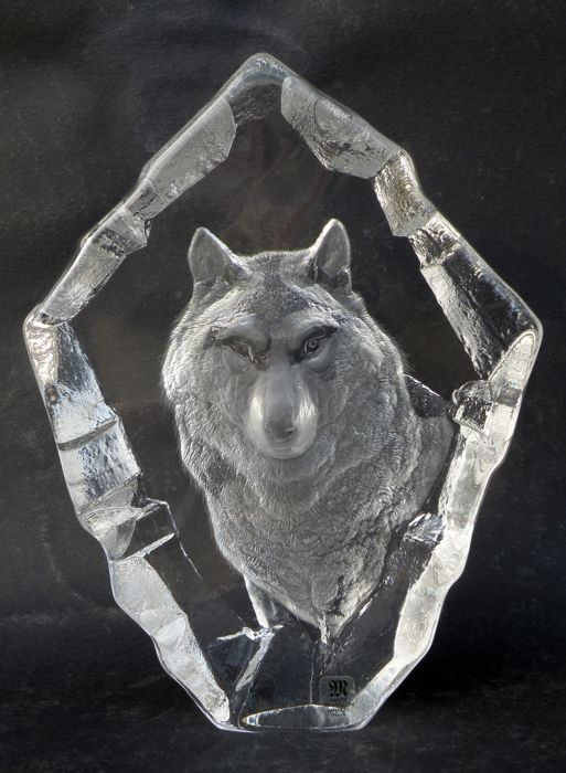 Mats Jonasson - glass with animal figure: wolf