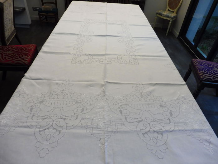 Large thread tablecloth embroidered by hand