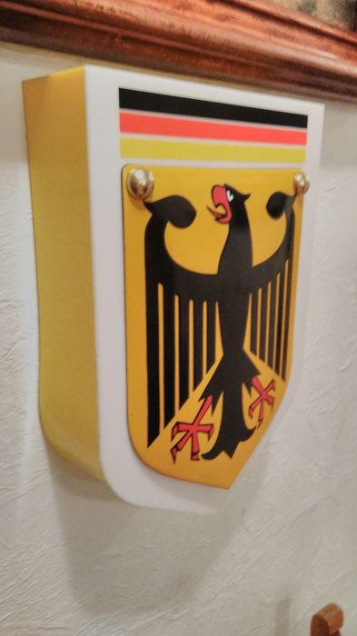 Light box 34/24/7cm - with porcelain enamel - border emblem - coat of arms of Germany - official dimensions - ca.26/20cm.