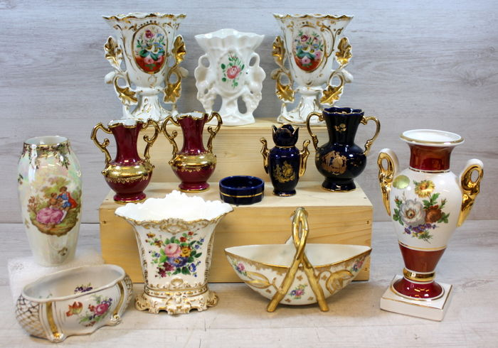 Collectie porseleinen siervazen w.o. Limoges