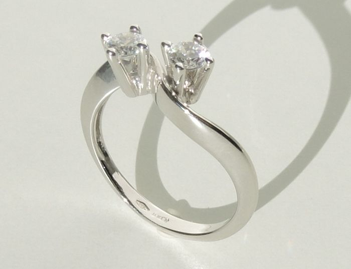 """18kt white gold """"bilogy"""" ring with cubic zirconia – size 55"""