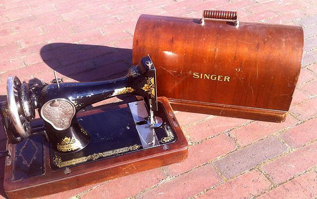 Singer 28K sewing machine with wooden dust cover, 1928