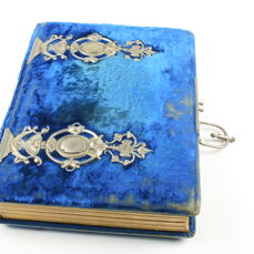 Photo album in blue velvet with silver-coloured ornaments