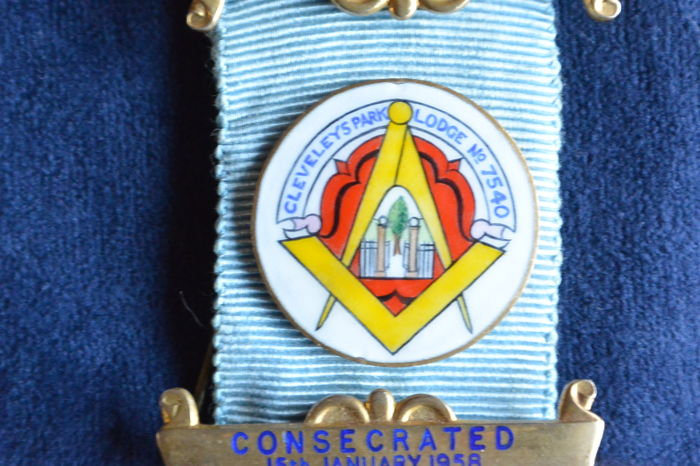 Gold-plated silver English past master jewel with enamel