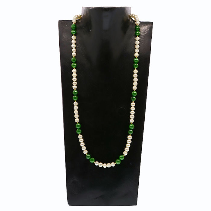 18kt/750 yellow gold necklace with cultured pearls and emeralds - Length 59 cm.