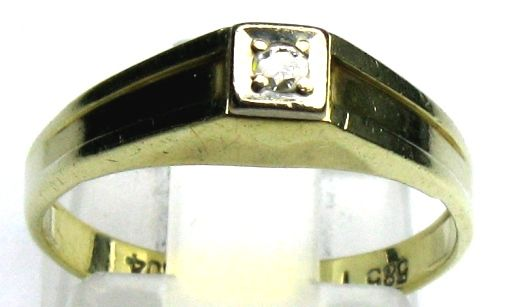 0.04 ct. diamond ring W/VSI solid 14 Kt/ 585 yellow gold size 54/17.2 mm