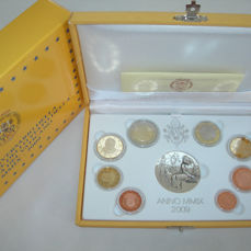 Vatican - Year pack 2009 Benedict XVI including silver medal in case