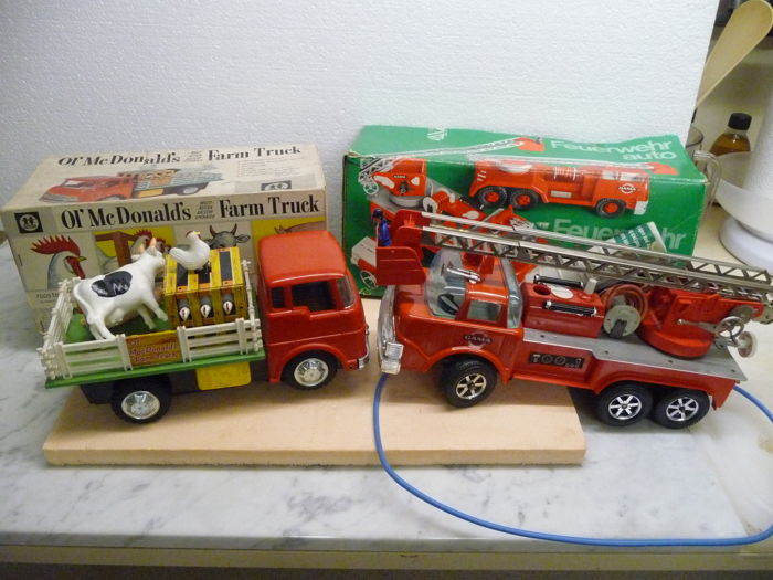 Firetruck Large scale GAMA in its original Box 1960 plus tin Truck made in Japan 1960 + old Ol'McDonald's Farm truck 27 cm in its original Box