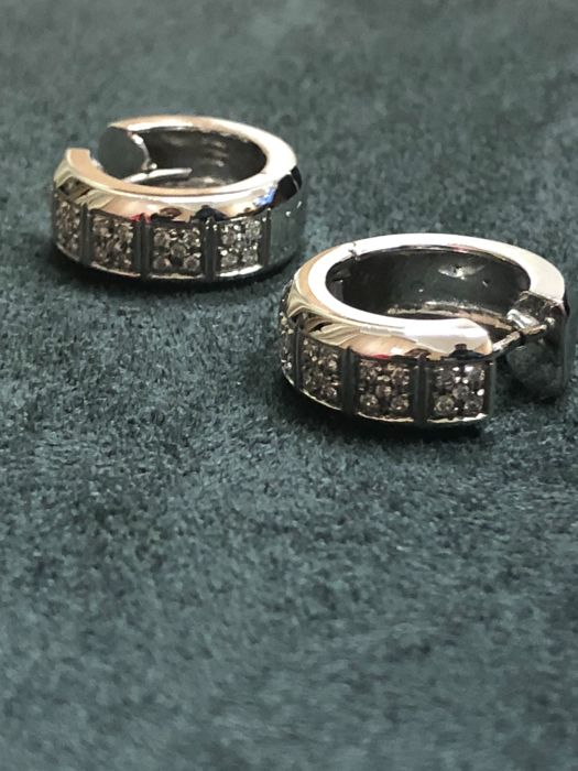Earrings with diamonds, colour F, clarity VS1, totalling 1 ct In 18 kt white gold 'No reserve price'