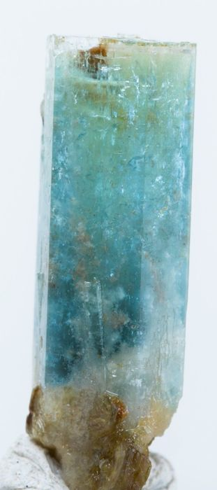 Aquamarine crystal   2.7 x 0.9 x 0.7 cm / 3.2 gm