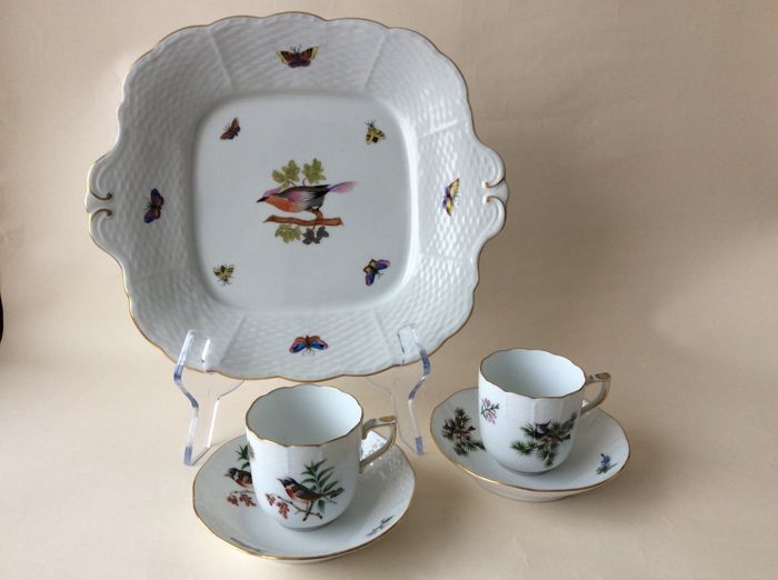 Herend, Rothschild variation, serving dish, 2 porcelain cups/saucers with a scalloped edge