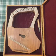 Harp with 27 strings branded CHOROI - Germany 1990s