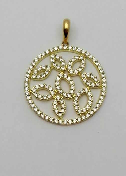Women's medal pendant in 18 kt yellow gold with pave setting of zircons Weight: 4.40 g