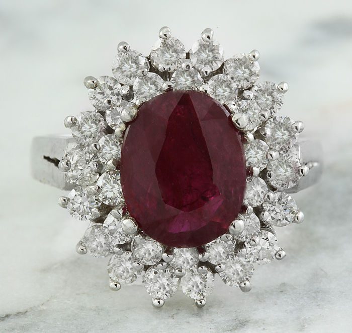 3.54 Carat Ruby And Diamond Ring In 18K Solid White Gold  *** Free Shipping *** No Reserve *** Free Resizing ***